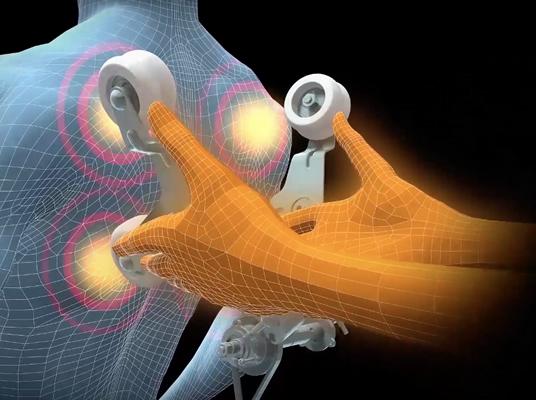 Разстоянието между масажните ролки, действащи на гърба, се регулира